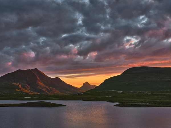 Sunset Knockan Crag by hwatt
