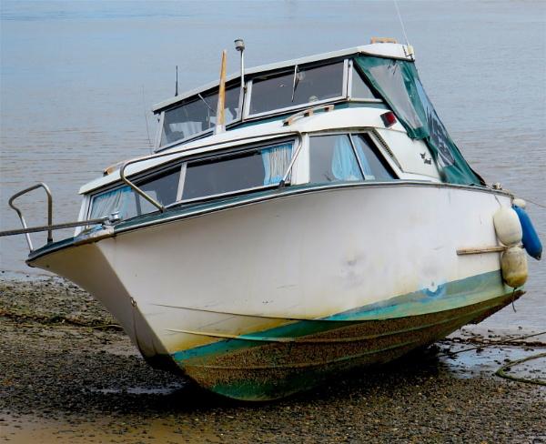 Small Boat by ddolfelin