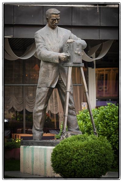 Milton  Manaki  statue in  Bitola by nklakor
