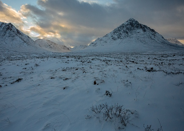 Dawn on Rannoch Moor by rontear