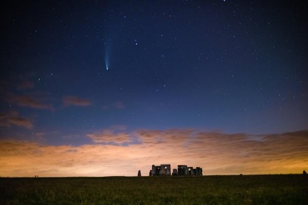 Rocks & A comet. by stu8fish