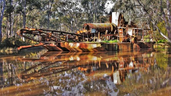 "\""Porcupine Flat Gold sand dredge & dragline \"" by dales"