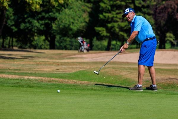 Golfer by bobbyl