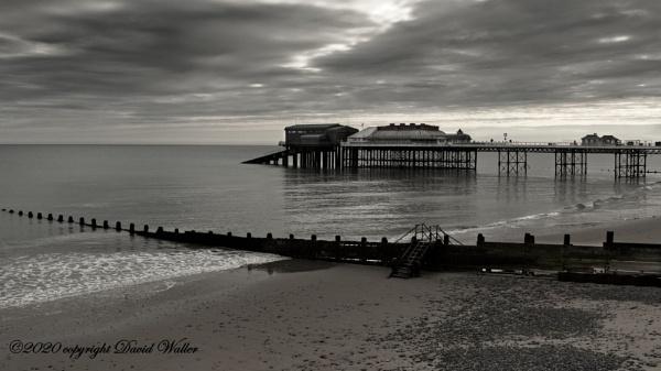 Cromer Pier in b&w by Dwaller