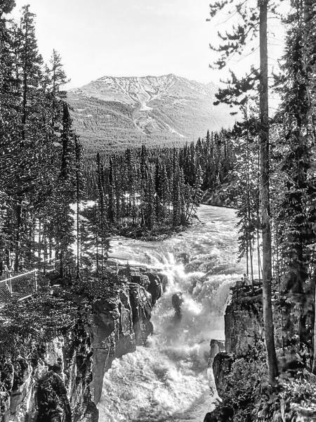 Sunwapta Falls by FrancisChiles