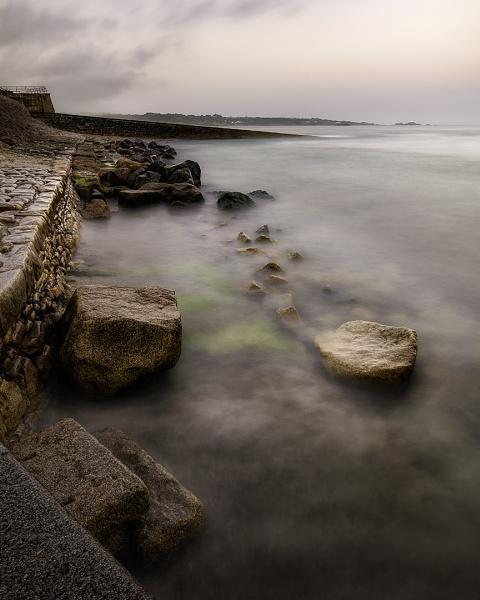 Rocks and misty seas by happysnapper