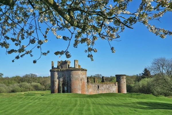Caerlavarock Castle by johnsd