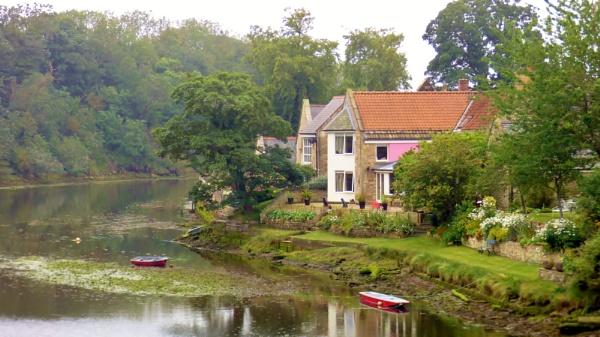 Riverside Residence by kevlense