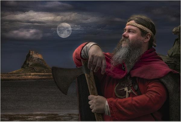 Moonlit LindisFarne Castle by stevenb