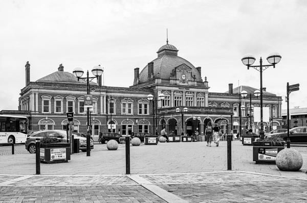Norwich Train Station by pdunstan_Greymoon