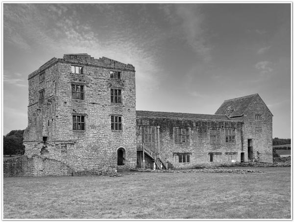 Helmsley Castle by DaveRyder