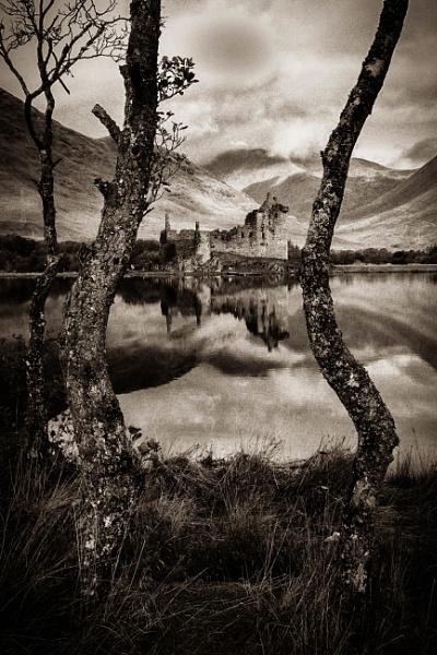 Auld Style Kilchurn Castle by fynephotography