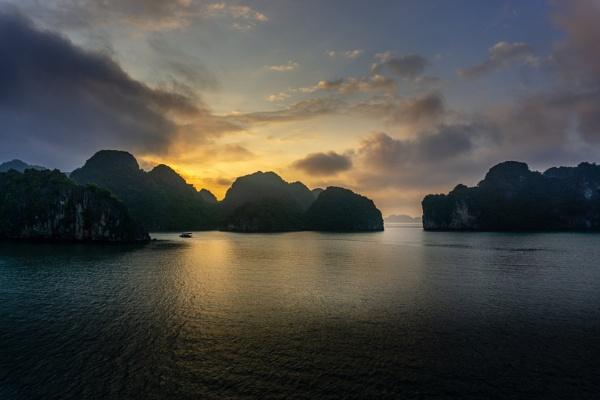 Halong Bay - Vietnam by bobbyl