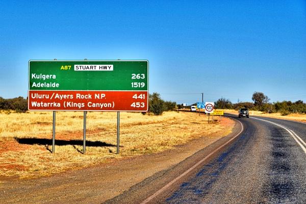 Uluru. by WesternRed