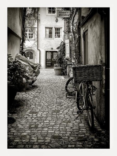 An Alley in Lindau by Xandru
