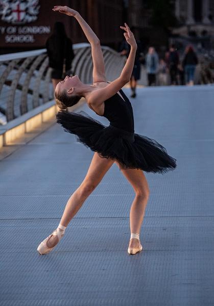 Ballerina by rontear