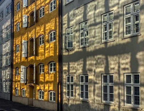 Light reflections on walls by StevenBest