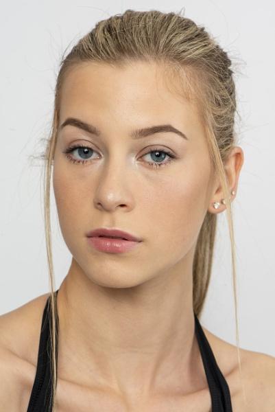 Portrait - Sarah by Ahem