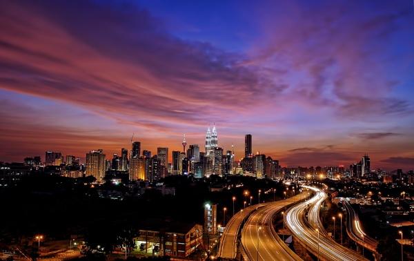 Kuala Lumpur....evening skyline by sawsengee