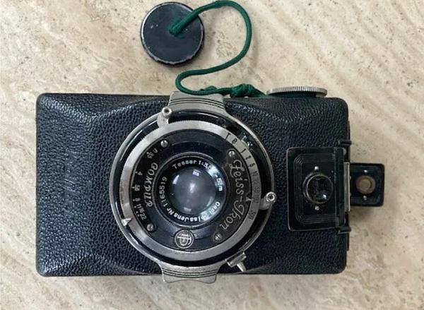 A pocket camera - 1936 by HobbitDave