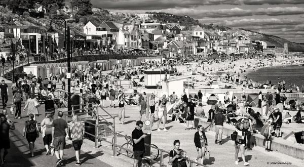 Black & White Beach Shot by starckimages