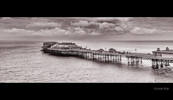 Cromer Pier by stevie