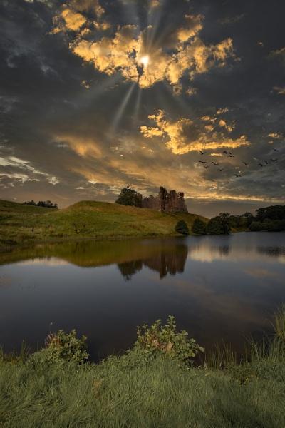 Morton Castle by mikeyham