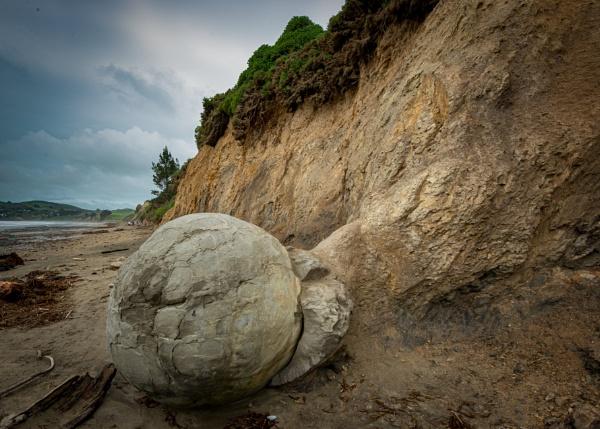 Moeraki Boulders Beach New Zealand by Stevefz