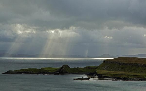 Sun rays breaking through by hibbz