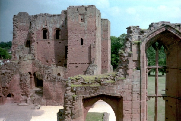 Kenilworth Castle by Don20