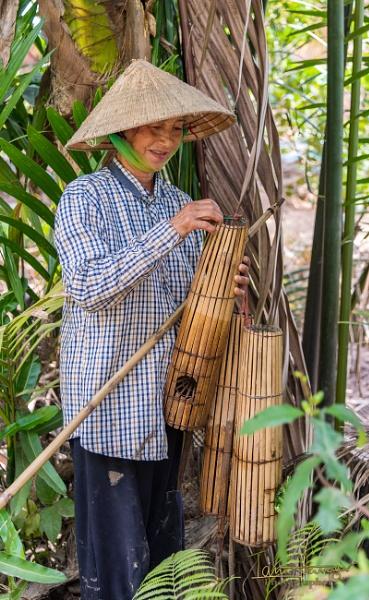 Vietnamese lady by IainHamer
