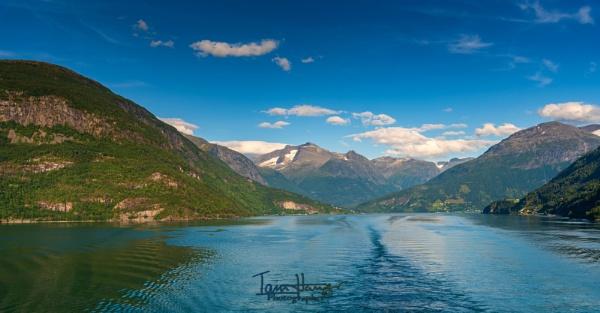 Innvikfjorden by IainHamer