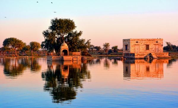 Gadisar Lake Jaisalmer Rajasthan by sawsengee