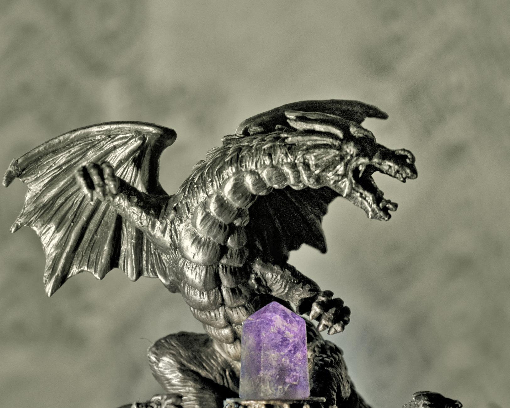 Dragon at the altar