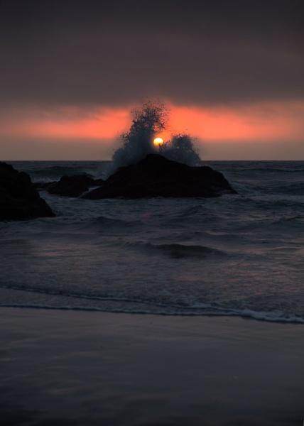 A splash of light by Satiny