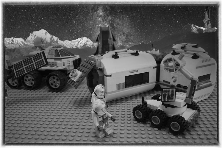 Silly Sunday - Luna Lego with Luminar
