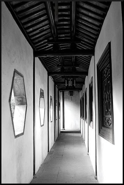 Peacefull hallway by AnitaH