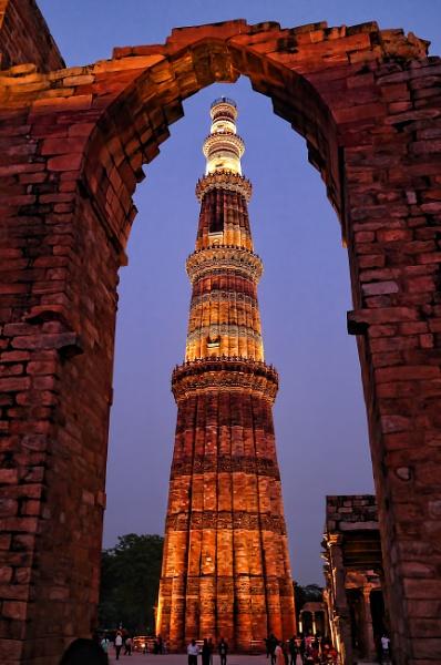 Qutb Minar by sawsengee
