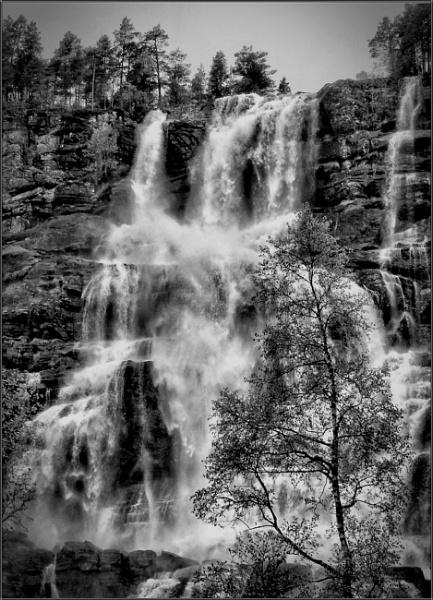 Tvindefossen Waterfall - Norway by PhilT2