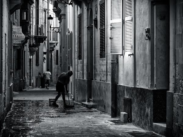 Zondadari Street by Xandru