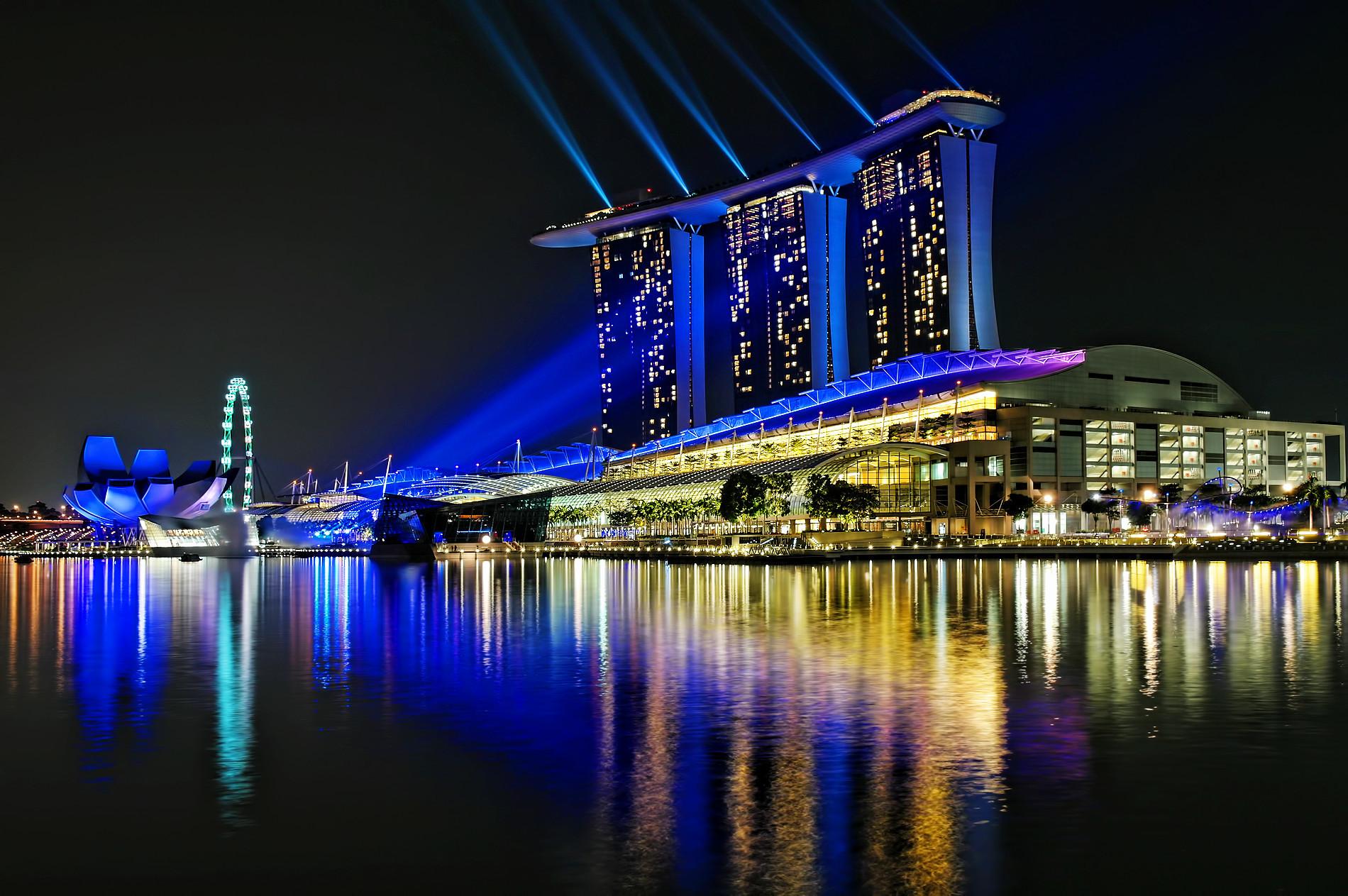 Marina Bay.....laser light show