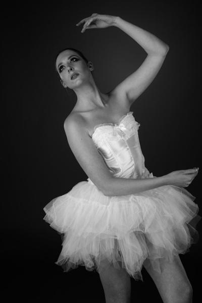 Ballerina by bobbyl