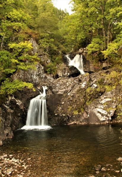 Fas Chia Aig Waterfalls by Cowser