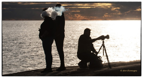 Vaper Trails & Photographer by starckimages