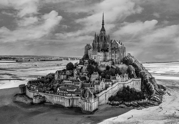 Mont saint michel by Stevetheroofer