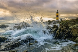 LightHouse Breaking Waves