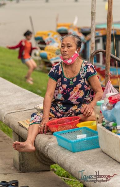 Street seller Hue by IainHamer