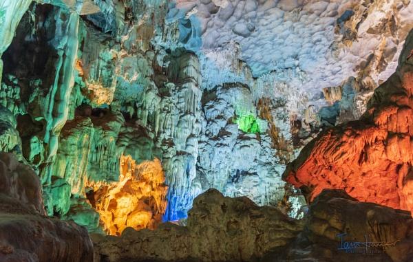 Halong bay cavern by IainHamer