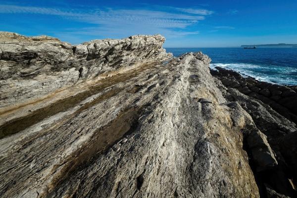 Rocky coastline by MAK54