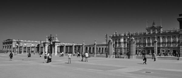Royal Palace, Madrid by scuggy
